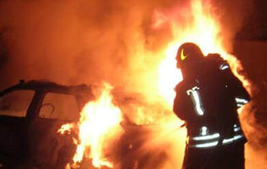 Immagine News - ravenna-auto-di-poliziotto-penitenziaria-incendiata-davanti-al-carcere