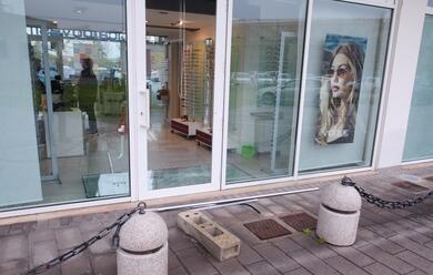 Immagine News - ravenna-spaccata-nel-negozio-dottica-bovesi