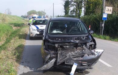 Immagine News - ravenna-auto-tampona-furgone-ferita-madre-e-tre-bambini