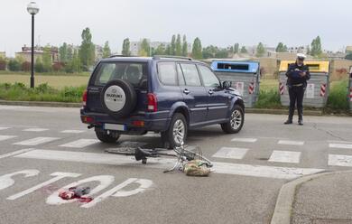 Immagine News - ravenna-ciclista-78enne-tampona-unauto-au-grave