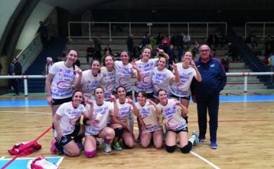 volley-donne-lacsi-ravenna-festeggia-la-promozione-in-c-dopo-una-stagione-memorabile