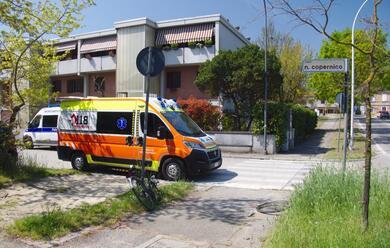 Immagine News - ravenna-ciclista-cade-e-sbatte-il-volto-a-terra