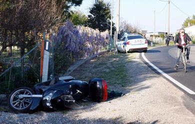 Immagine News - porto-fuori-cade-con-lo-scooter-ferito-55enne