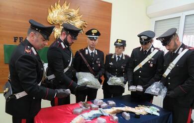 Immagine News - faenza-arrestato-25enne-dai-carabinieri-aveva-6-kg-di-fumo-e-15-di-marijuana