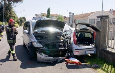 Immagine News - cotignola-frontale-auto-furgone-ferita-una-ragazza