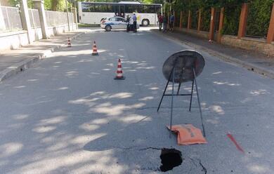 Immagine News - ravenna-chiusa-via-augusta-per-voragine-nel-manto-stradale