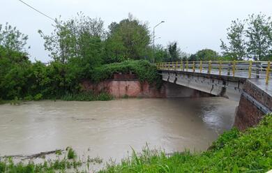 Immagine News - maltempo-fiumi-nella-bassa-romagna-il-sillaro-ha-superato-i-3-metri-ma-au-in-fase-di-discesa