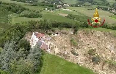 Immagine News - borgo-tossignano-vasta-frana-fa-crollare-una-casa-sulle-colline-dellimolese