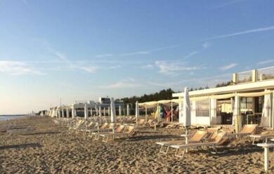 Immagine News - lido-adriano-il-bagnino-quotpersi-altri-dieci-metri-di-spiaggiaquot