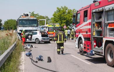Immagine News - ravenna-frontale-contro-un-camion-au-morto-il-20enne-rimasto-ferito