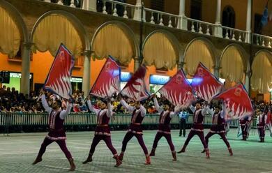 Immagine News - faenza-sabato-e-domenica-il-torneo-delle-bandiere-in-piazza-del-popolo-rione-nero-parte-favorito