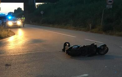 Immagine News - ravenna-auto-pirata-investe-scooter-e-fugge