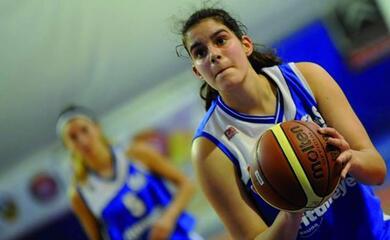 basket-a2-donne-per-linfinitybio-faenza-una-coppia-di-giovani-pivot