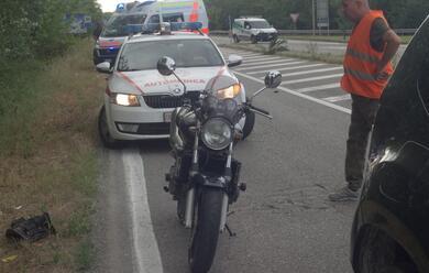 Immagine News - cervia-si-schiantano-in-moto-contro-unauto-il-conducente-fugge-dopo-lo-schianto