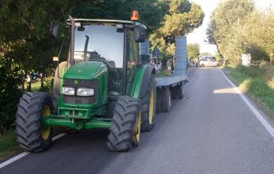 Immagine News - porto-fuori-auto-finisce-contro-trattore-un-ferito-portato-al-bufalini