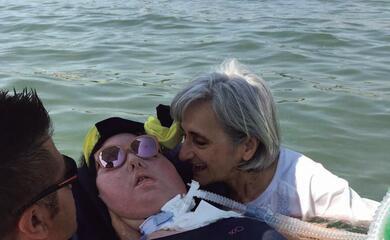 marzia-in-spiaggia-con-i-disabili-a-punta-marina-quotla-bellezza-di-uno-sguardoquot