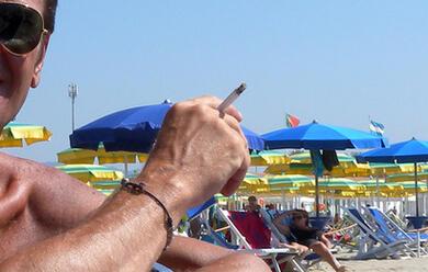 Immagine News - ravenna-prime-multe-per-chi-fuma-in-spiaggia-sulla-battigia