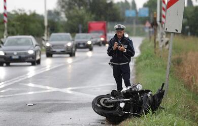 Immagine News - ravenna-scooter-contro-auto-un-ferito-grave