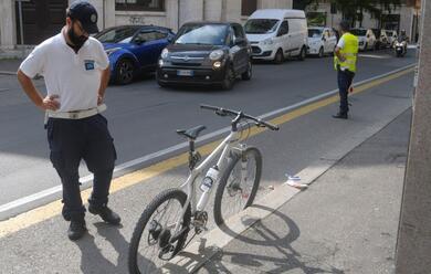 Immagine News - ravenna-scontro-tra-bici-in-via-di-roma