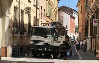 Immagine News - faenza-camion-in-corso-mazzini-perde-tutto-il-carburante