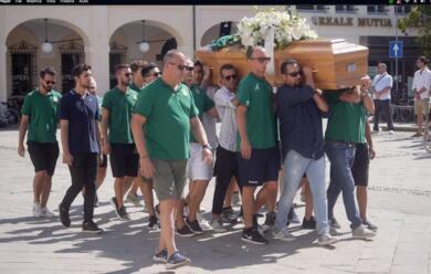 Immagine News - cervia-tanti-amici-e-conoscenti-al-funerale-di-stefano-baldisserra