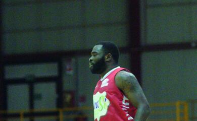 basket-a2-il-talento-di-potts-ispira-lorasa-ravenna-quotin-italia-conta-il-gioco-di-squadraquot