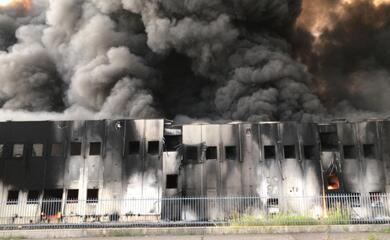 faenza-un-mese-dopo-lincendio-alla-lotras-rischi-ambientali-e-conta-degli-ingenti-danni