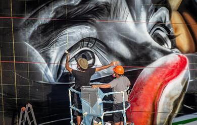 Immagine News - imola-un-nuovo-murales-allautodromo-dedicato-a-senna-dallo-street-artist-brasiliano-kobra