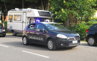 Immagine News - ravenna-sorprendono-due-ladri-dentro-il-loro-camper-e-chiamano-i-carabinieri