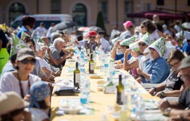 Immagine News - forla-il-grande-pranzo-solidale-con-oltre-700-partecipanti-chiude-la-settimana-del-buon-vivere