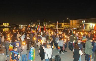 Immagine News - ravenna-partecipata-la-fiaccolata-da-piazza-del-popolo-alla-darsena-per-i-curdi-tante-adesioni
