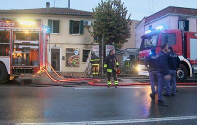 Immagine News - santagata-sul-santerno-incendio-in-una-casa-traffico-deviato-sulla-s.vitale