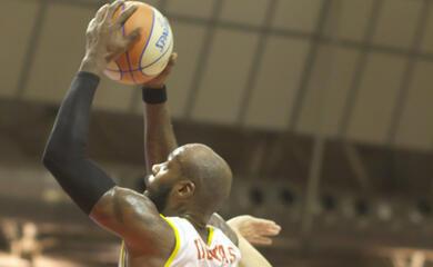 basket-a2-lorasa-vince-in-volata-e-torna-al-comando-grazie-alla-vittoria-dellunieuro-forla