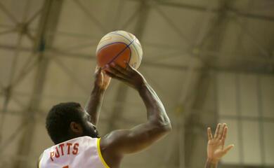 basket-a2-una-orasa-ravenna-da-sogno-vince-ancora-al-de-andrau-ed-au-prima-da-sola