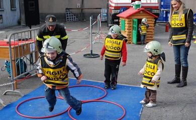 ravenna-vigili-del-fuoco-il-4-cau-pompieropoli-i-bambini-spegneranno-un-incendio-vero