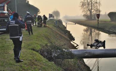 milano-marittima-17enne-finisce-con-la-minicar-nel-canale-e-muore-annegato