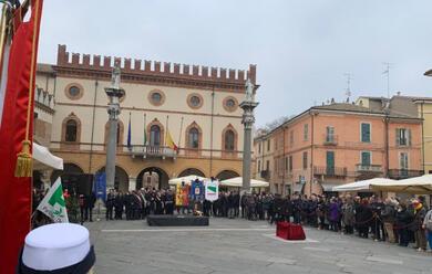 Immagine News - ravenna-piazza-del-popolo-gremita-per-laddio-allex-sindaco-matteucci.-de-pascale-quotci-mancherai-immensamentequot