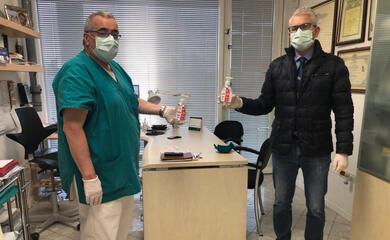 coronavirus-la-madel-dona-150-bottiglie-di-gel-disinfettante-allordine-dei-medici-di-ravenna