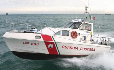 misano-adriatico-barca-si-ribalta-in-mare-e-coppia-viene-trascinata-al-largo