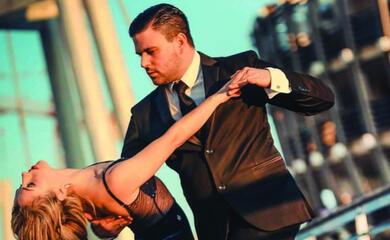 ravena-la-ballerina-di-tango-albanese-che-ha-il-nome-della-citta-che-lha-accolta