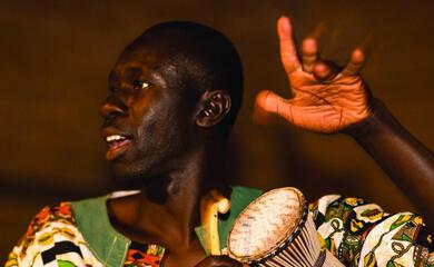 faenza-il-percussionista-senegalese-ai-tamburi-il-mio-mondoa