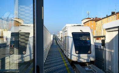 bologna-dopo-oltre-10-anni-dattesa-au-attivo-il-people-mover-che-collega-stazione-fs-e-aeroporto