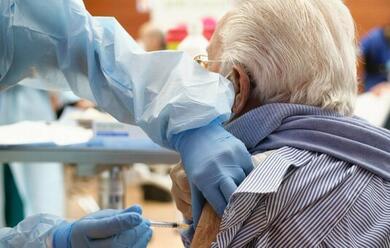 Immagine News - vaccini-anti-covid-19-da-luneda-al-via-le-prenotazioni-per-gli-over-80-in-romagna