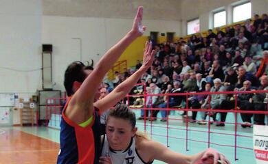 basket-a2-donne-nellauovo-di-pasqua-dellae-work-ci-sono-policari-e-due-partite-decisive-contro-la-spezia-e-umbertide