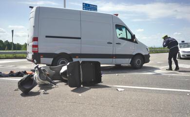 ravenna-corriere-in-scooter-si-scontra-con-furgone-51enne-al-bufalini