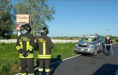 Immagine News - alfonsine-auto-centrata-da-una-lamiera-caduta-da-un-camion-muore-una-71enne