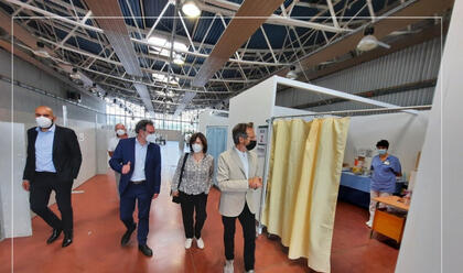 Immagine News - faenza-il-direttore-generale-ausl-romagna-carradori-in-visita-allhub-vaccinale-in-fiera