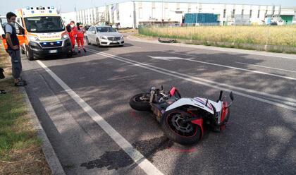 Immagine News - barbiano-auto-travolge-moto-25enne-allospedale