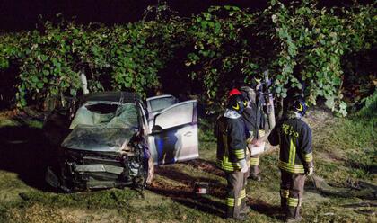 Immagine News - san-pietro-in-trento-auto-carambola-fuori-strada-5-ragazzi-feriti
