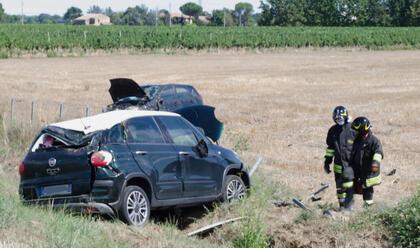 Immagine News - lugo-schianto-sulla14bis-due-auto-fuori-strada
